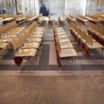 linhas de cadeiras dentro Catedral de ely — Foto Stock #30648953