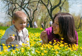 Mom and son play on a Sunny lawn — Stock Photo