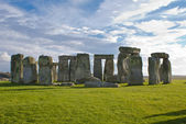 Stonehenge under a blue and cloudy sky — Stock Photo