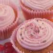 Delicious strawberry cream cupcakes with sugar pearls and jelly  — Zdjęcie stockowe