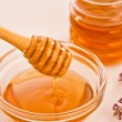 Bowl of honey with wooden dipper drizzler — Stock Photo