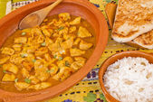 Delicious chicken curry with rice and pitta bread — Stock Photo