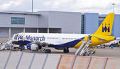 Monarch Airlines airplane at the airport — Stockfoto
