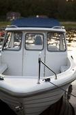 Kleines boot im sonnenuntergang. — Stockfoto