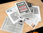 Jornal e uma xícara de café — Foto Stock