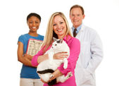 Veterinarian: Woman Holds Cat with Vet Behind — Stock Photo