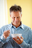Couple: Ready to Have Cereal for Breakfast — Stock Photo