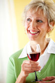 Couple: Holding a Glass of Red Wine — Stock Photo