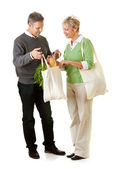 Couple: Using Paper and Fabric Grocery Bags — Stock Photo