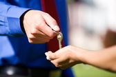 Home: Man Hands Woman House Keys — Stok fotoğraf
