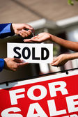 Home: Agent Hands Keys to new Homeowner — Stock Photo