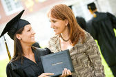 Graduation: Mother Proud of Daughter Graduate — 图库照片