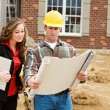 Construction: Architect Reviews Plans with Contractor — Foto de Stock