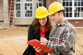 Construction: Contractor Points Out Things on Checklist — Stock Photo