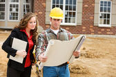 Construction: Architect Reviews Plans with Contractor — Stock Photo
