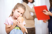 Nurse: Parent Talks to Doctor With Child Unsure — Stock Photo