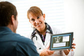 Doctor: Doctor Discusses Medical Exam Results — Stock Photo