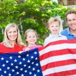 Summer: Family with American Flag — Stock Photo