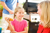 Summer: Girl Talking with Mother Before Eating — Stock Photo