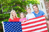Summer: Family with American Flag — Stockfoto