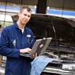 Mechanic: Checking Diagnostics on Laptop — Stock Photo