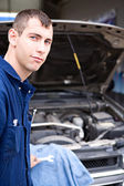 Mechanic: Trustworthy Mechanic By SUV — Stock Photo
