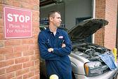 Mechanic: Taking a Break from Repairs — Stock Photo