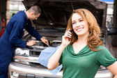 Mechanic: Woman Calling for Ride from Auto Shop — Stock Photo