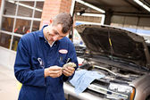 Mechanic: Couting Money From Scamming Customer — Stock Photo