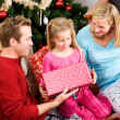 Christmas: Family Opening Christmas Presents — Stock Photo #33347305