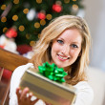 Christmas: Pretty Woman Getting Gift Ready — Stock Photo