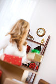 Christmas: Woman Concerned About Missing Shipping Deadline — Stock Photo