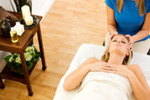 Massage: Woman Enjoys Head Masage — Stock Photo