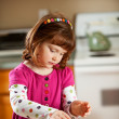 Kitchen Girl: Young Girl Making Own Lunch — Foto Stock