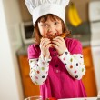 Kitchen Girl:  Kid Chef Eating Lunch — Stockfoto