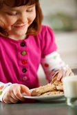 Kitchen Girl: Eating Milk and Cookies — Stock Photo