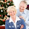 Christmas: Cheerful Couple at Christmastime — Stockfoto