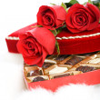 Valentine: Red Roses On Heart Candy Box — Stockfoto #38028503