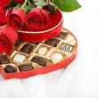 Valentine: Red Roses On Heart Candy Box — Stock Photo