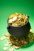 Pot of Gold: Gold Overflows Treasure Pot — Stock Photo