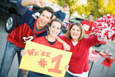 Tailgating: Friends Rally Together For Favorite Team While Holdi — Foto Stock
