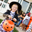 Halloween: Girl Ready to Trick or Treat — Stock Photo #51048749
