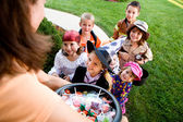 Halloween: Kids Excited to Trick Or Treat — Stock Photo
