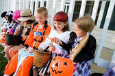 Halloween: Kids Comparing Halloween Candy — Stock Photo