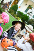Halloween: Taking A Break To Look At Candy — Foto de Stock