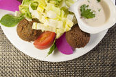 Falafel mit salat — Stock Photo