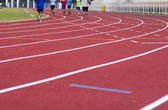 Man ready to start running on running track — Stockfoto