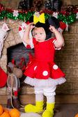 Un bebé vestido como un ratón de dibujos animados. disfraz de carnaval — Foto de Stock