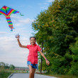 Teenage girl runs with a kite — Stock Photo