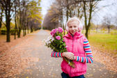 Girl in the autumn garden with a bouquet — Stock Photo